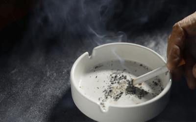 ¿Cómo afecta el tabaco al tratamiento con implantes dentales?
